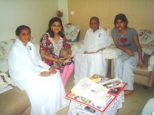 Mrs. Neerja Birla of Birla Group Learns Meditation at Mumbai Gamdevi  Centre
