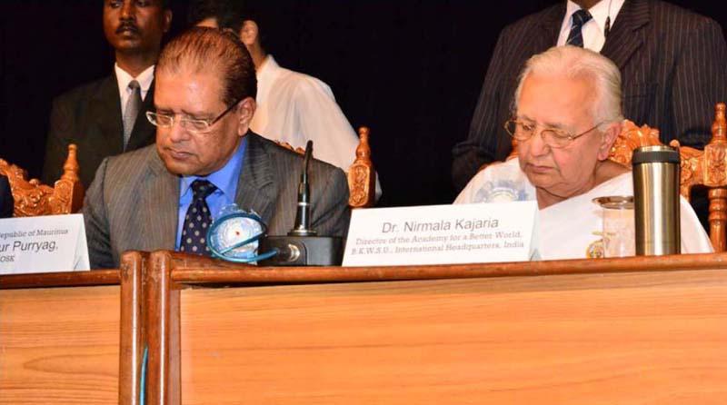 Signature of pledge by The President of the Republic of Mauritius and Didi Nirmala ji