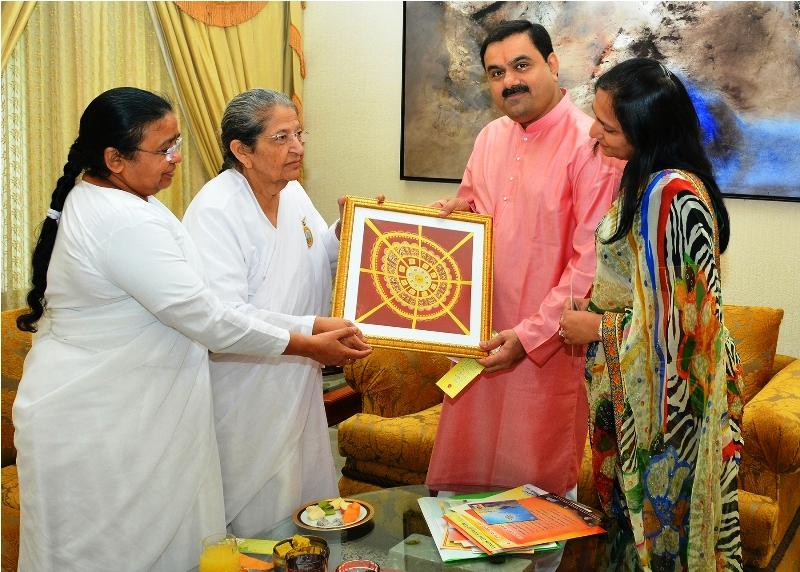Sarla Didi given Spiritual Gift to Gautambhai Adani abd Mrs Adani