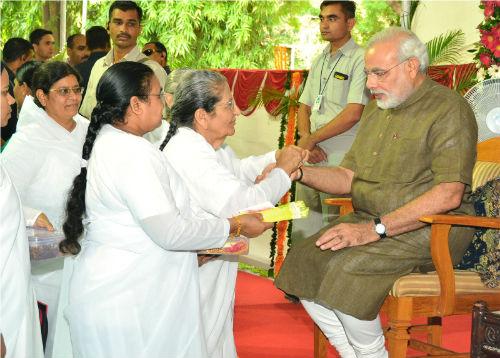Sarla Didi Tie Rakhi to CM Narendra Modi of Gujarat