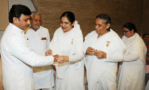 Tied Rakhi to Uttarpradesh CM Akhilesh Yadav