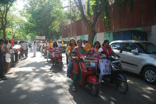 Mrs. Rashmi.Uddhav.Thackeray Flags Off 'Women Dignity Walk' in Mumbai