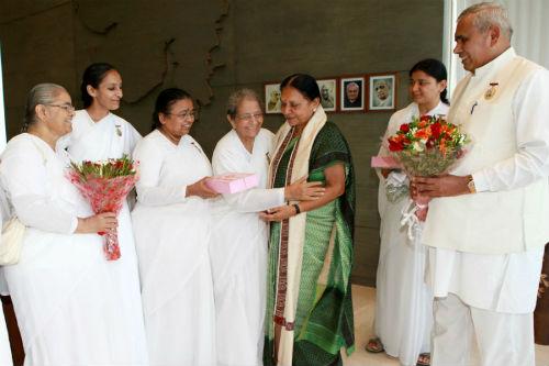 Felicitation of CM Mrs. Anandiben Patel of Gujarat State