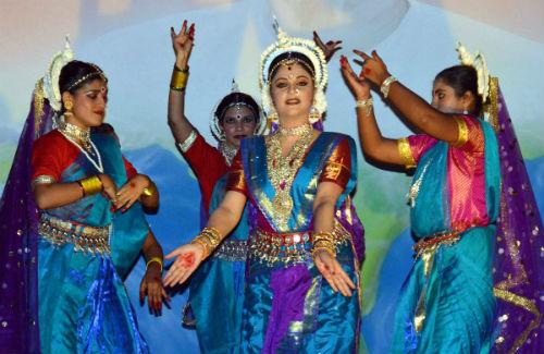 Cultural Evening with Actress Gracy Singh at Gyan Sarovar