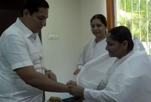 Rakhi tying to VIPs at Vashi - Navi Mumbai
