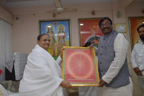 "Maharashtra Cabinet Minister for ""Finance-Planning & Forest"" Visits Brahmakumaris Oldest Center in Mumbai at Ghatkopar"